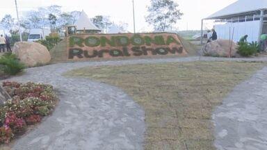 Começa a montagem de equipamentos no espaço da Rondônia Rural Show em Ji-Paraná - Nesta segunda-feira, 22, chegaram muitos equipamentos no espaço da Rondônia Rural Show. Além disso, equipamentos e stands foram montados, muito trabalho pra os expositores.