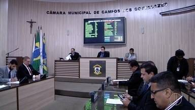 Vereadores que haviam sido afastados voltam à Câmara de Campos, no RJ - Assista a seguir.