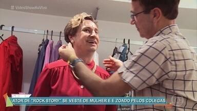 Leandro Daniel mostra transformação para viver tia Lourdes em 'Rock Story' - Ator interpreta o bandido William e tem dado expediente duplo na novela das sete