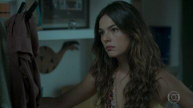 Cibele ignora Ritinha - Joyce pede para a ex de Ruy não tratar a moça mal