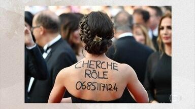 Para driblar o desemprego, pessoas apelam para a criatividade! - Até no festival de cinema de Cannes, uma atriz foi fotografada pedindo emprego em seu próprio corpo!