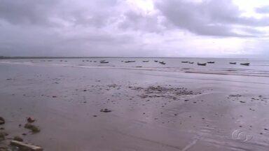 Avanço da maré na praia do Peba em Piaçabuçu preocupa moradores - Avanço fica bem mais forte neste período de chuva.