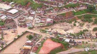 Globocop sobrevoa cidade atingidas pelas chuvas na Mata Sul - Em São Benedito do Sul, ainda é possível ver danos provocados pela enchente.