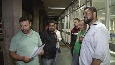 Desempregados fazem reunião em Cubatão, SP - Eles se reuniram com a prefeitura para discutir propostas