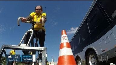 Motoristas e ciclistas trocam de lugar em campanha por menos acidentes no trânsito - Motoristas e ciclistas trocam de lugar em campanha por menos acidentes no trânsito promovida pelo Instituto Ciclo BR e a Secretaria Municipal de Transportes.
