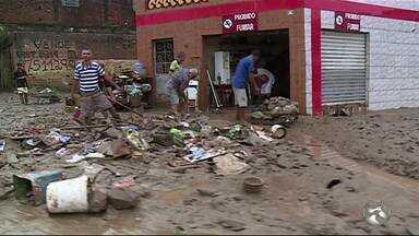 Veja como está a situação de Catende, Gameleira e Água Preta após as chuvas - Famílias do município tiveram as casas invadidas pela água.