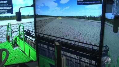 Máquina que bateu recorde mundial de colheita de soja vira atração na Bahia Farm Show - Maior feira de agronegócio do Nordeste acontece em Luís Eduardo Magalhães, no oeste do estado.