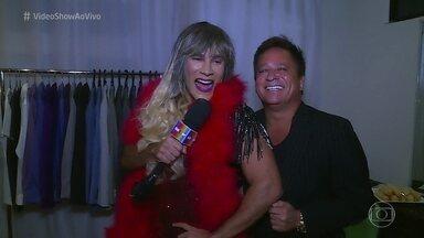Carol Paixão é puro glamour nos bastidores do show de Leonardo e Eduardo Costa - Diva do 'Vídeo Show' invade a turnê 'Cabaré na Estrada' e causa com os cantores sertanejos