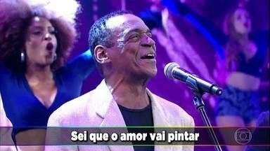 Razão Brasileira relembra o sucesso 'Naturalmente' - Convidados e plateia dançam ao som do grupo de pagode