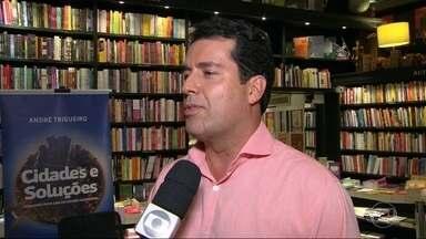 Jornalista André Trigueiro lança livro sobre o programa 'Cidades e Soluções' - O livro traz vários exemplos de sucesso capazes de transformar o mundo.