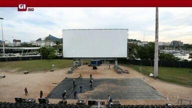 G1 no Bom Dia Rio: Maior cinema ao ar livre do mundo está de volta ao Rio - Segundo os organizadores, é a maior tela já montada no mundo. Além de filmes, o Open Air contará com shows.