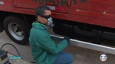 Ação em BH alerta sobre nível de fumaça emitido por veículos - Blitz 'Despoluir' é realizada por Sindicato e Federação das Empresas de Transporte de Cargas de Minas Gerais.