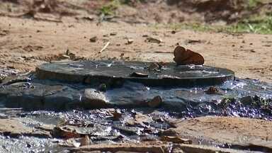 Moradores de Bauru enfrentam problemas com vazamentos, buracos e vazamento de esgoto - Moradores reclamam da situação em vários bairros de Bauru. São problemas como buracos que comprometem ruas, desperdício de água potável e mau cheiro por causa de vazamento de esgoto.