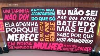 Mais de 500 mulheres são agredidas por hora no Brasil - A promotora Fabíola Sucasas se uniu a mulheres que atuam como agentes de saúde em comunidades de São Paulo para levar às moradoras informações sobre a violência doméstica