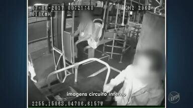 Três ônibus de linha do Terminal Itajaí, em Campinas, são assaltados em uma semana - Imagens mostram o momento dos crimes.
