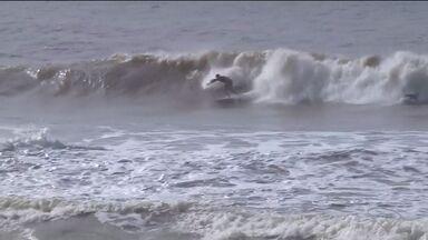 Distrito de Povoação tem circuito de surfe, em Linhares - O evento foi cheio de altas ondas e grandes manobras.
