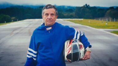 No 'Super 60', conheça o seu Dalton Busato, que aos 68 anos é piloto de arrancada - Seu Dalton estreou no esporte aos 64 anos e agora nada fica no seu caminho