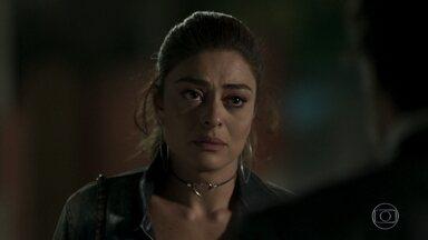 Bibi afirma para Caio que Rubinho é inocente - Heleninha repreende o irmão quando descobre que ele decidiu defender o marido da ex-namorada. Bibi recebe uma ligação de Rubinho