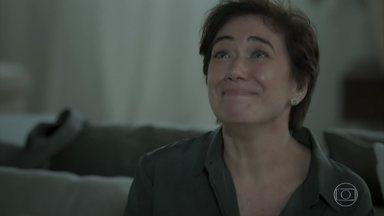 Silvana conta para Eurico que roubaram seu carro no estacionamento do aeroporto - Empresário liga para Dantas. Caio percebe mentira de Silvana
