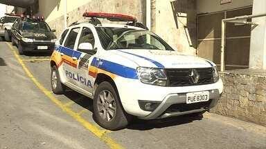 Advogado é detido depois de se envolver em acidente na Região Centro-Sul de BH - De acordo com a PM, ele é suspeito de atingir a lateral de uma viatura depois que tentou fazer uma manobra proibida na Avenida do Contorno com a Avenida Getúlio Vargas, na Savassi.
