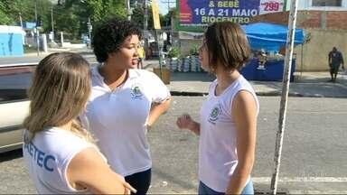 Alunos da Faetec de Quintino não têm aula de português por falta de professor - A crise prejudica a educação. Os alunos estão prestes a fazer o Enem e estão com medo de não conseguir passar na prova.