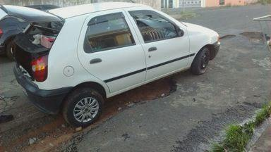 Buracos causam reclamações no bairro Santa Felícia, em São Carlos - Prefeitura diz que operação tapa-buraco deve começar em poucos dias.