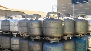 Donos de distribuidoras de gás de Trindade reclamam de baixo estoque de botijões - Comércios alertam que produto pode acabar na cidade.
