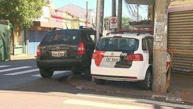 Colisão entre viatura da PM e veículo SUV deixa 5 feridos em Ribeirão Preto - Acidente ocorreu no cruzamento das ruas Amador Bueno e Duque de Caxias, no Centro.