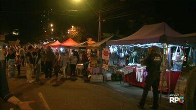 Feirinha movimenta a terceira avenida da JK neste feriado - Noventa e quatro feirantes, que geralmente trabalham no local aos domingo, se reuniram e decidiram aproveitar o feriado para lucrar.