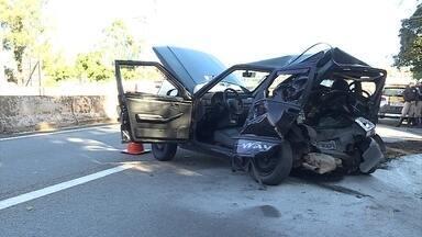 Suspeitos se envolvem em acidente e são detidos após tentativa de fuga em BH - Segundo a PM, seis adolescentes foram apreendidos no Anel Rodoviário com carro roubado.