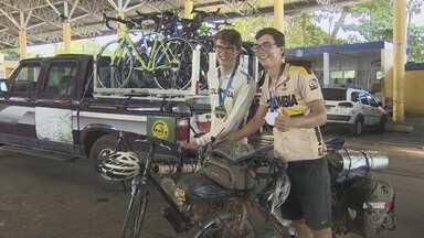 Ciclistas alemães pedalam do México para Manaus com sonho de conhecer a Amazônia - Irmãos percorreram mais de oito países em suas bicicletas até chegar em Manaus, neste domingo (18).