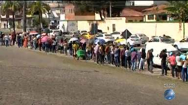 Prefeitura de Itabuna faz seleção de emprego e candidatos enfrentam fila quilométrica - A repórter Camila Oliveira tem as informações.