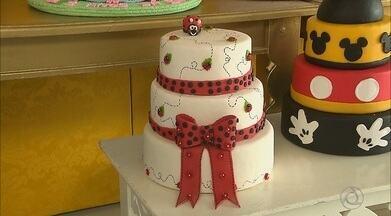 Vamos Trabalhar mostra o que faz uma designer de de bolos - Festas e eventos são áreas em constante expansão.