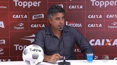Técnico do Vitória fala sobre gramado sintético do campo do Atlético-PR - Confira as notícias do rubro-negro baiano.