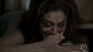 Bibi chega em casa abalada - Aurora pergunta para filha o que aconteceu na conversa com Cai
