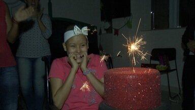 Aniversário de menina que luta contra leucemia mobiliza hospital em Campo Grande - Funcionários de hospital se mobilizam para celebrar aniversário de menina que luta contra leucemia