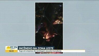 Incêndio em empresa de reciclagem assusta moradores da Zona Leste - Defesa Civil vai avaliar danos às casas vizinhas.