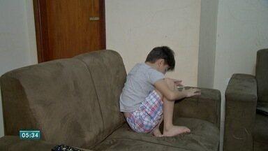 Postura na infância é fundamental para evitar problemas mais tarde - Cuidar da postura dos pequenos é necessário para que eles não tenham problemas na vida adulta. Médico fala sobre o assunto.