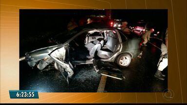 Acidente envolvendo três veículos deixa duas pessoas feridas gravemente em Esperança - Colisões foram registradas na BR-104.