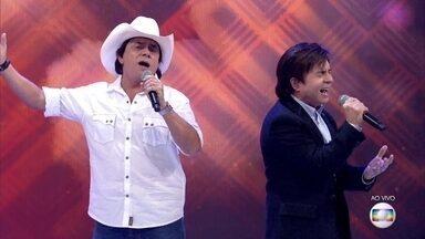 Chitãozinho e Xororó cantam 'Se Deus Me Ouvisse' - Música está no repertório da turnê 'Evidências'