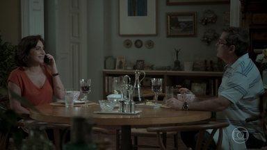 Junqueira questiona Heleninha sobre Otávio - Yuri volta a falar com a mãe por mensagens de celular