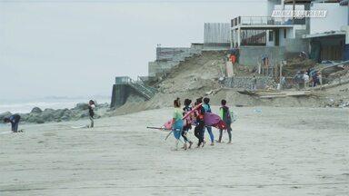 Surfe Com Amigas Peruanas