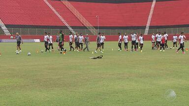 Dupla Ba-Vi faz mistério em treino, antes do clássico no próximo domingo (2) - Os dois times precisam vencer para sair da zona de rebaixamento, na tabela do Brasileirão.