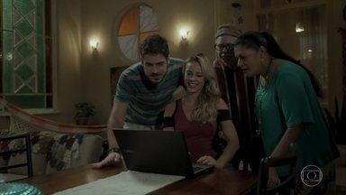 Jeiza ajuda Zeca com a divulgação de seu ônibus de festa - Nazaré elogia o talento da policial