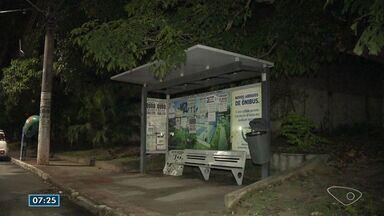 Criminosos fazem arrastão em ponto de ônibus na Serra, ES - Até o momento, ninguém foi preso.