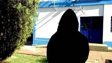 Cinco freiras que eram mantidas em cárcere privado são resgatadas em MS - Na madrugada desta terça-feira (4), cinco freiras que eram mantidas em cárcere privado foram resgatadas por policiais rodoviários federais em um assentamento de Sidrolândia (MS). A polícia chegou ao cativeiro depois de prender um dos suspeitos na estrada tentando levar a caminhonete roubada para a região de fronteira.