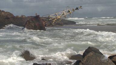 Morte de pescador, ressaca, ventania e temperaturas baixas são os destaques da Previsão - Saiba como fica o tempo no estado.