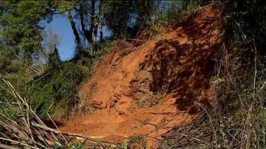 Barreira cai em Colatina, Noroeste do ES, durante madrugada - PM informou que pista foi liberada no final da manhã desta terça (4).