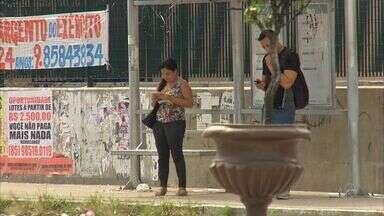 Celular se torna o alvo preferido de assaltantes em Fortaleza, diz polícia - Facilidade da revenda e exposição do celular o tornam alvo fácil.