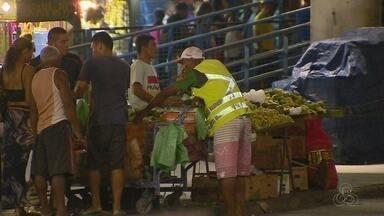 Com desemprego, cresce número de vendedores informais em Manaus - Nos terminais de ônibus, como o T5, até verduras e frutas estão sendo vendidas